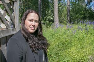Lisa White använder sig av miljöer i både Stockholm och Lindesberg i sin första kärleksroman.