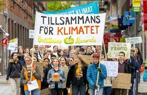 Under fredagen slöt 1784 städer i 128 länder upp i Greta Thunbergs manifestation för klimatfrågor. I Sundsvall samlades ett hundratal vid Vängåvan för att tillsammans tåga till kommunhuset.