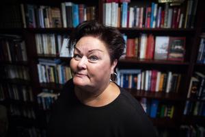 Margaretha Stjernefeldt är gymnasielärare som skrivit en bok om klimakteriet. Tidigare har hon bott i Ytterhogdal, Överturingen och Östersund. Nu lever hon i Uppsala.