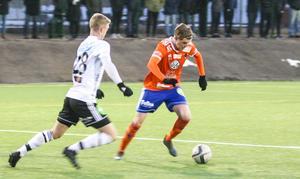 Viktor Roos med en av Bollnäs få chanser i matchen.