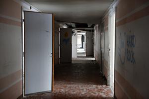 Långa korridorer, här bodde patienter på fem olika avdelningar.