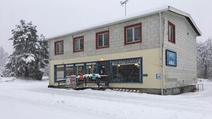 Mirakulöst nog finns lanthandeln kvar i Dalfors tack vare ägaren Jill Magnusson.