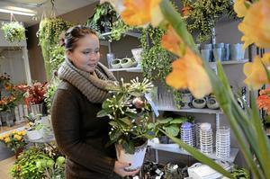 Växtkraft. Blommor är bärare av olika känslor och påverkar människor på många olika sätt tror Helén Edlund, 21-åringen som nu blir egen företagare.