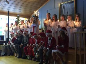Åk 4-5 på Sätraskola har under veckan lussat i bystugan för allmänheten, i skolan för personal och elever och i dag på äldreboendet Enådal.