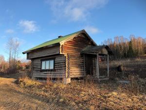 Stor tomt med vacker utsikt mot Orsasjön och bergen i väster. Finns en tomt på 6119 kvm med förhandsbesked för byggnation av villa eller fritidshus. Foto: Emma Tysk/Länsförsäkringar Fastighetsförmedling.