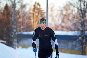 Robert Fälth från Vikmanshyttan hade inte åkt skidor på 15 år när han anmälde sig till Vasaloppet 2018. Sitt första lopp gjorde han i Orsa i november sedan dess har han åkt flera lopp och till och med tränats av Gunde Svan.