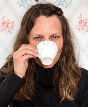 """""""Folk ska inte gnälla över dyrt fika. Det är ett slit att driva kafé"""" säger Pia."""