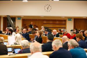 Södertäljes kommunfullmäktige består av 65 ledamöter. 22 av dem har varit på alla 14 möten under 2017 och 2018.