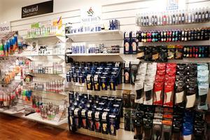När skobutiker lägger ner till följd av konkurrens från e-handel har Bandi genom dotterbolaget Goodstep inriktat sig på dagligvaruhandeln, som exempelvis Ica.