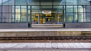 Järnvägen skiljer i dag Västerås centrum från Mälaren.