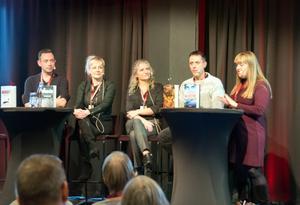 Fr v Ragnar Jonasson från Island, Kati Hiekkapelto från Finland, Ane Riel från Danmark och Geir Tangen från Norge – för första gången fick moderator Kerstin Bergman föra samman författare från alla våra nordiska grannländer vid Svenska Deckarfestivalen.