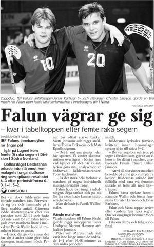 Faksimil från Falu-Kuriren den 27 oktober 1997. Jonas Karlsson, till vänster, och Christer Larsson var tongivande spelare när IBF Falun besegrade Baldersnäs med 6–3 i division 1 södra Norrland.