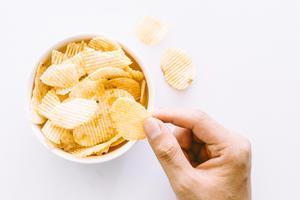 Testfakta har analyserat åtta olika sorters chips med sourcream & onion-smak.