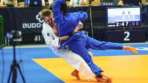 Filip Widerström (vit dräkt) blev svensk juniormästare för drygt en vecka sedan. I sommar blir det träningsläger i Finland och Tyskland.