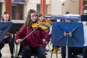 Ylva Dahlberg, Kilafors, spelar viola i nya symfoniorkestern GUSO.