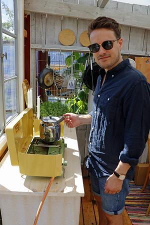Per-Emil gillar att laga mat och använder gärna egenodlade grönsaker.