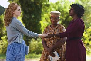 Emma Stone, Octavia Spencer och Viola Davis står för de tre bästa rollerna i filmen Niceville (originaltitel The Help). Foto: Mary Evans Picture/Ronald Grant/Mary Evans