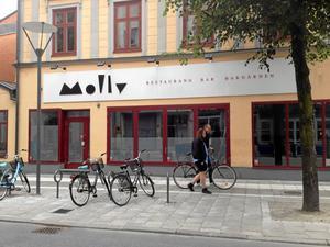 Nytt uteställe. Lokalerna där krogarna Molly bar och Björnstugan tidigare fanns ska nu renoveras och nästa vår öppnar en ny form av restaurangverksamhet.