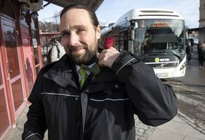 Kjell Aronsson tycker att mötet med människor är det bästa med att vara bussförare.