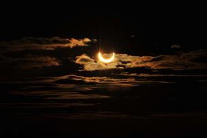 Solförmörkelsen fotograferad från stora högen på Anundshög.