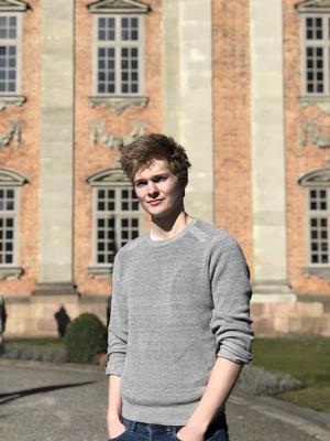 Fredric Mourath bodde först på Torö och flyttade senare till Ösmo där han bor idag.