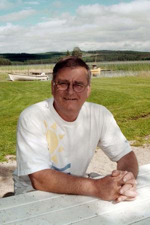 Björn Swartswe trivs bäst i Hälsingland och tillbringar somrarna i sommarstugan på Björnudden. Där tillbringade han till exempel sin 80-årsdag tidigare i våras. Foto: Arkiv