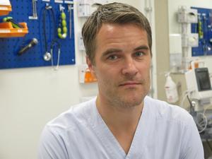 Johan Kaarme, biträdande hälso- och sjukvårdsdirektör, ser en risk för längre kötider vid sjukvårdsrådgivningen.