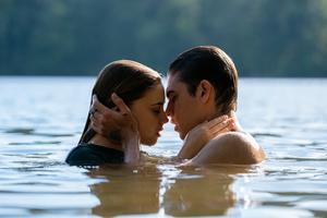 Josephine Langford och Hero Fiennes Tiffin spelar huvudrollerna i