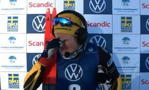 Hanna Falk kunde inte hålla tårarna tillbaka. Bild: SSF TV (Skärmdump).