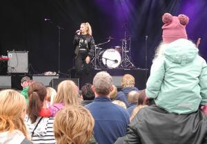 Lisa Ajax sjöng på eftermiddagen.