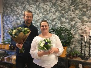 Jönköpings-Postens reportrar i Mullsjö, Marcus Ålsnäs och Mariell Dahlström, kommer att dela ut JP-buketten till någon som förtjänar en hyllning.