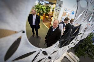 En del av besöket i Söderhamn ägnades åt att gå igenom de olika delarna i tidningshuset, redaktion, sälj och annonsproduktion. På bilden syns helahälsingland.se:s ansvarige utgivare Anders Ingvarsson (längst till vänster) tillsammans med Pontus Bonnier och delar av Bonnierfamiljen.