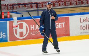 Tiden i Leksand blev kort. Bara åtta seriematcher. Sedan tvingades Markus Åkerblom lämna den anrika klubben.