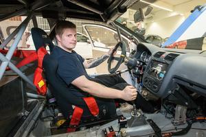 23-årige Robin Karlsson tillhör Möller Bil Motorsport. Han är den ende med lite racingbakgrund, som gokartförare i yngre år. – Det krävs så mycket sponsorer för att komma vidare och då tyckte jag att det var bra att hänga på här. Man får mycket körtid på banan, säger Robin.