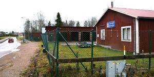 Kommunen har sålt gamla förrådstomten  till Acasa Bostad AB. Här planeras 40-50 lägenheter,