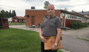 Hans Ivarsson (C), på Medåkers skolas skolgård.