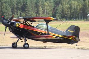Dubbelvingade flygplan är mer kompakta vilket gör det svårare för domarna att bedöma flygningarna.
