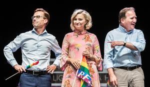 Ulf Kristersson (M) och Ebba Busch Thor (KD), blir fast i opposition. Stefan Löfven (S) får bo kvar i Sagerska palatset. Ledarredaktionens fristående krönikör Henrik Johansson menar att S-ledaren borde tacka M och KD för bra hjälp sedan valet.