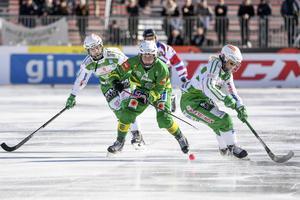 Damernas SM-final i år avgjordes först efter både sudden och straffar, och det kan bli mer sudden-avgöranden framöver. Bild: Fredrik Sandberg / TT
