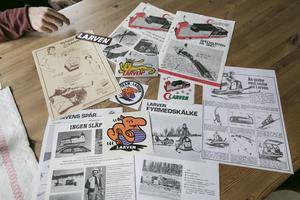 Foldrar, ritningar och dekaler. Allt som har med Larven att göra samlar de på. Som tillbehör fanns bland annat olika skidor, kläder, kälke, lastramp, spårsläde och