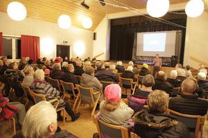 Mer än 100 personer kom kom till Folkets hus för att höra om den nya läkarmottagningen i Lillhärdal.