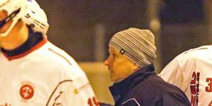 Stefan Falk fortsätter som A-lagstränare i SIF Norrtelje.