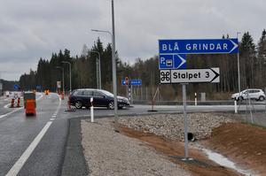 Den nya avfarten vid Blå Grindar med pendlarparkeringen i bakgrunden.