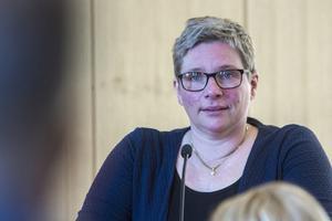 Marina Nilsson (C) tycker hon som politiker borde få reda på vad som händer i kommunen innan hon läser om det i tidningen.