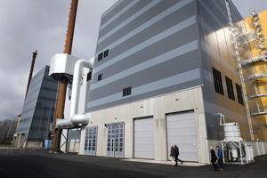 En brand uppstod i avfallsbunkern på Energivägen där Skövde energi har sin avfallsförbränningsanläggning. Branden uppges vara under kontroll, men i södra Skövde kan man nu känna en röklukt.