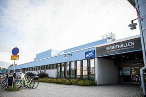 Sent på måndagseftermiddagen fick polisen samtal om att en större grupp ungdomar bråkade vid Sporthallen i Ludvika. OBS: Bilden är tagen vid ett annat tillfälle.