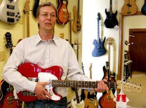 Som ung grabb drömde Håkan Olsson om att bli supergitarrist, nu hoppas han få mer tid till sitt eget spelande igen.