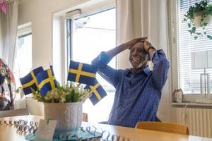 Fikru Marus första resa efter frigivningen gick till kollegorna på Hudiksvalls sjukhus där det blev firanden.