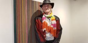 Konstnären Roger Rey ställer ut på Gamla rådhuset. Han arbetar enligt en uråldrig japansk teknik, Ikebana.