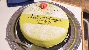 Händelsen firades som sig bör. Med tårta.